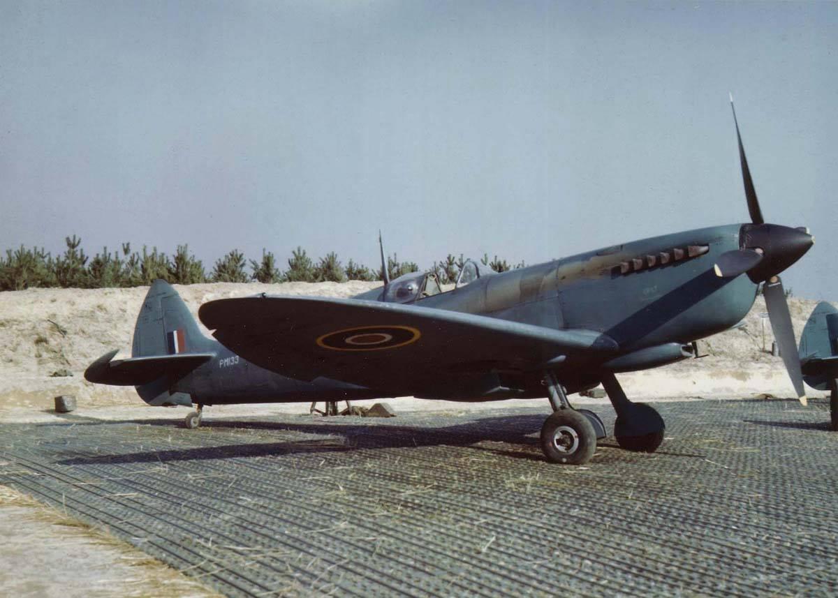 09183_PM133_400 Sqn_Supermarine Spitfire PR.11_Facebook.jpg