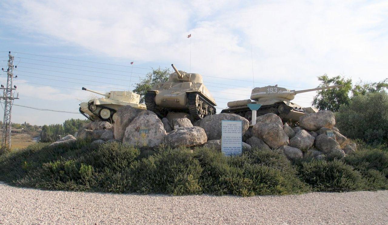 1280px-WWII-Memorial-latrun-1.jpg