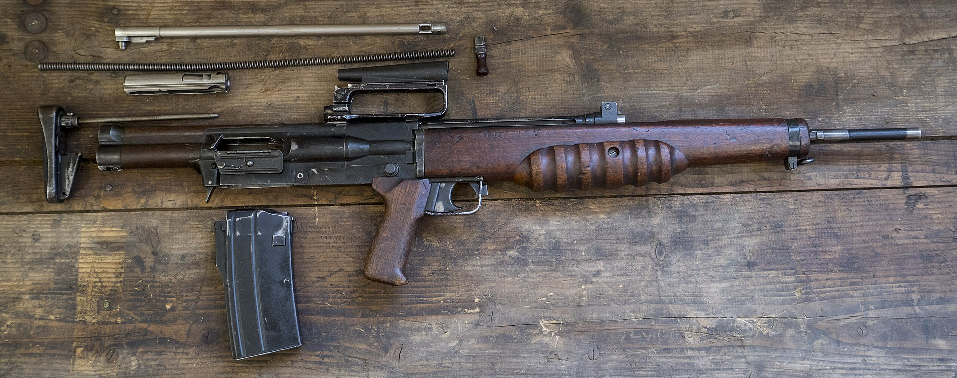 1920px-British_Assault_Rifles_MOD_45162602.jpg