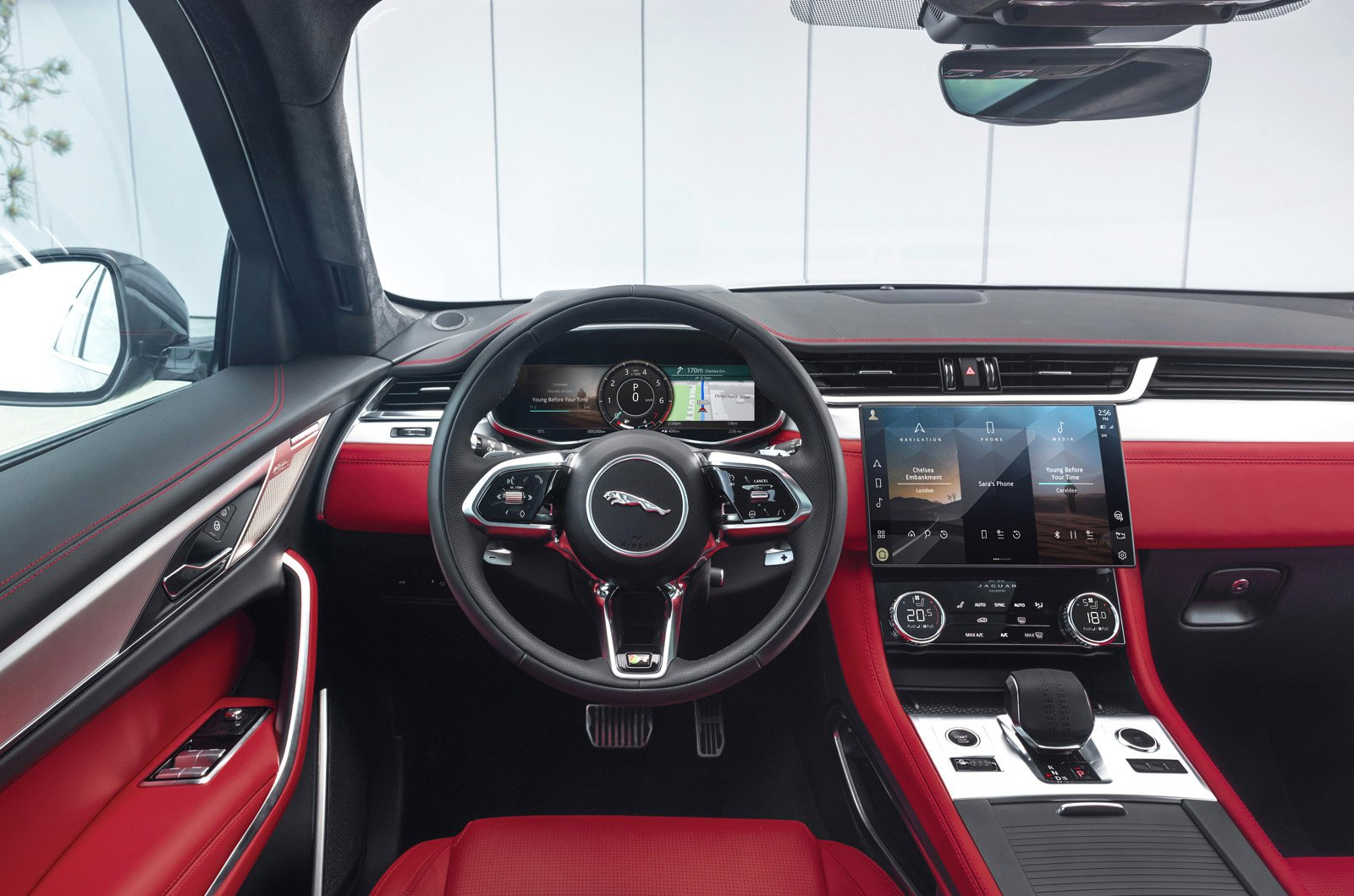 2021_jaguar_f-pace_dashboard_0.jpg