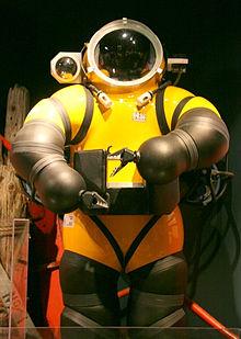 220px-Deep_Sea_Diving_Suit.jpg