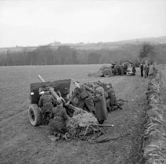 25-pdr field guns in action during an exercise in Scotland, 20th March 1941.jpg