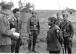 250px-Interrogation_sovjet_partisan_1942.jpg