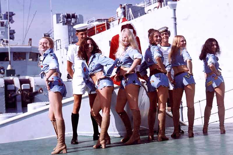 39_Pans_People_on_focsle_Dec1971.jpg