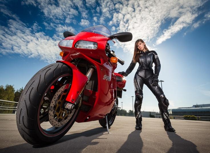 6624812129f1d5b35abc1b33437a39e2--ducati--biker-babes.jpg