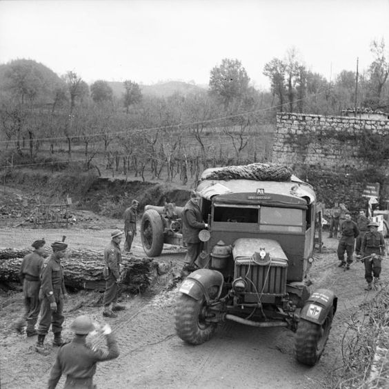 7.2-inch gun and Scammell tractor of 18-56th Heavy Regiment 23rd December 1943.jpg