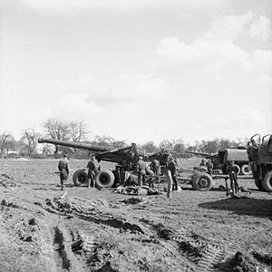 7.2_inch_howitzers_at_Rhine_crossing_1945_IWM_B_15776.jpg