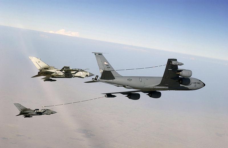 800px-Boeing_KC-135R_Multipoint_Refueling.jpg