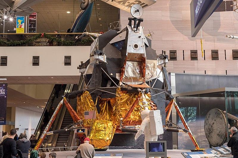 800px-Lunar_Module_in_Smithsonian.jpg