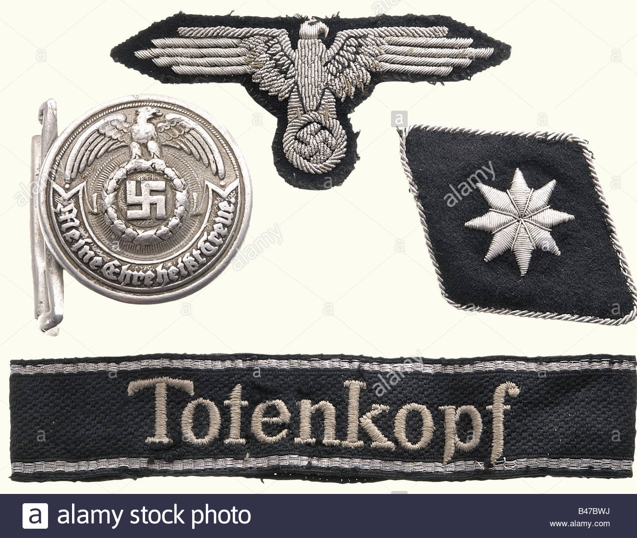 a-belt-buckle-and-insignia-for-an-officer-of-the-ss-totenkopf-division-B47BWJ.jpg