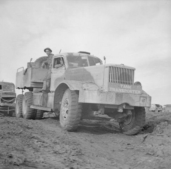 A Diamond T tank transporter in Italy, 30 November 1943..jpg