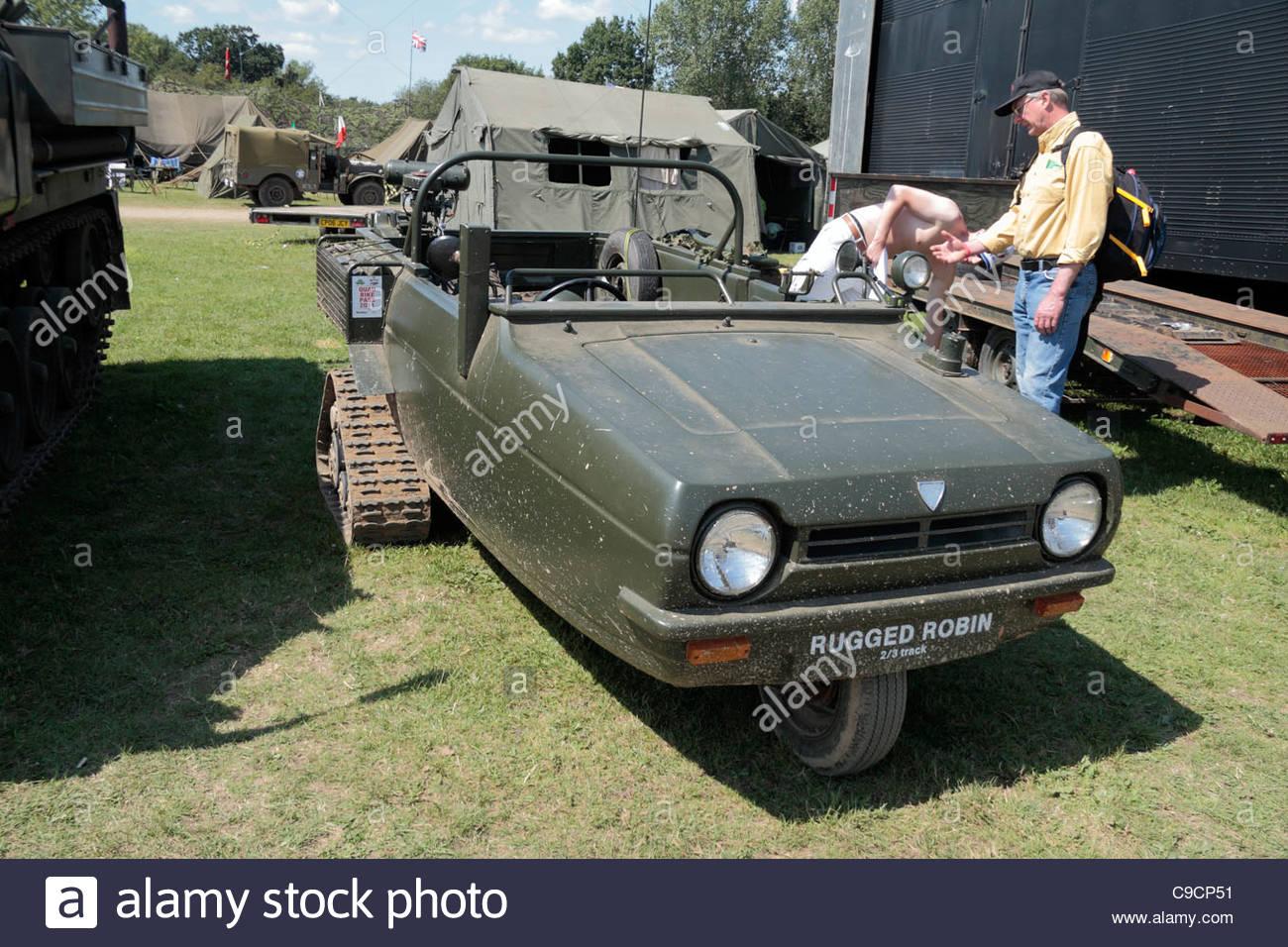 a-rugged-robin-23-track-amphibious-machine-gun-carrier-vehicle-on-C9CP51.jpg