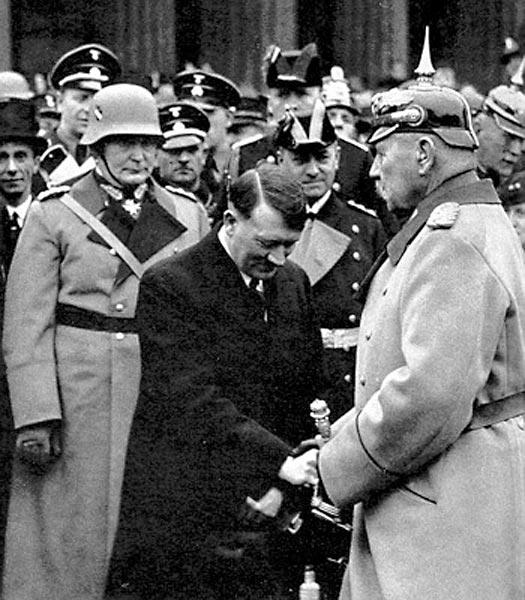 Adolf-Hitler-Goering-Hindenburg.jpg