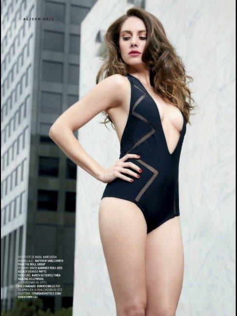 Alison-Brie-hot-look-in-swimsute.jpg