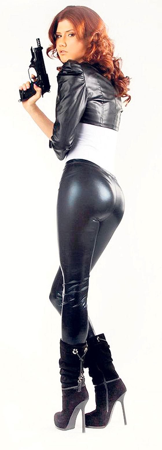 anna chapman in leather 1.jpg