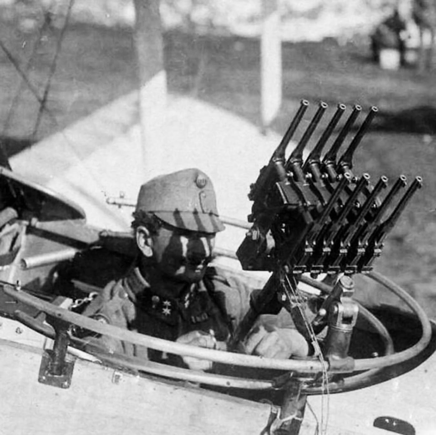 Austro_hungarian_aircraft_gunner_Mausers.jpg