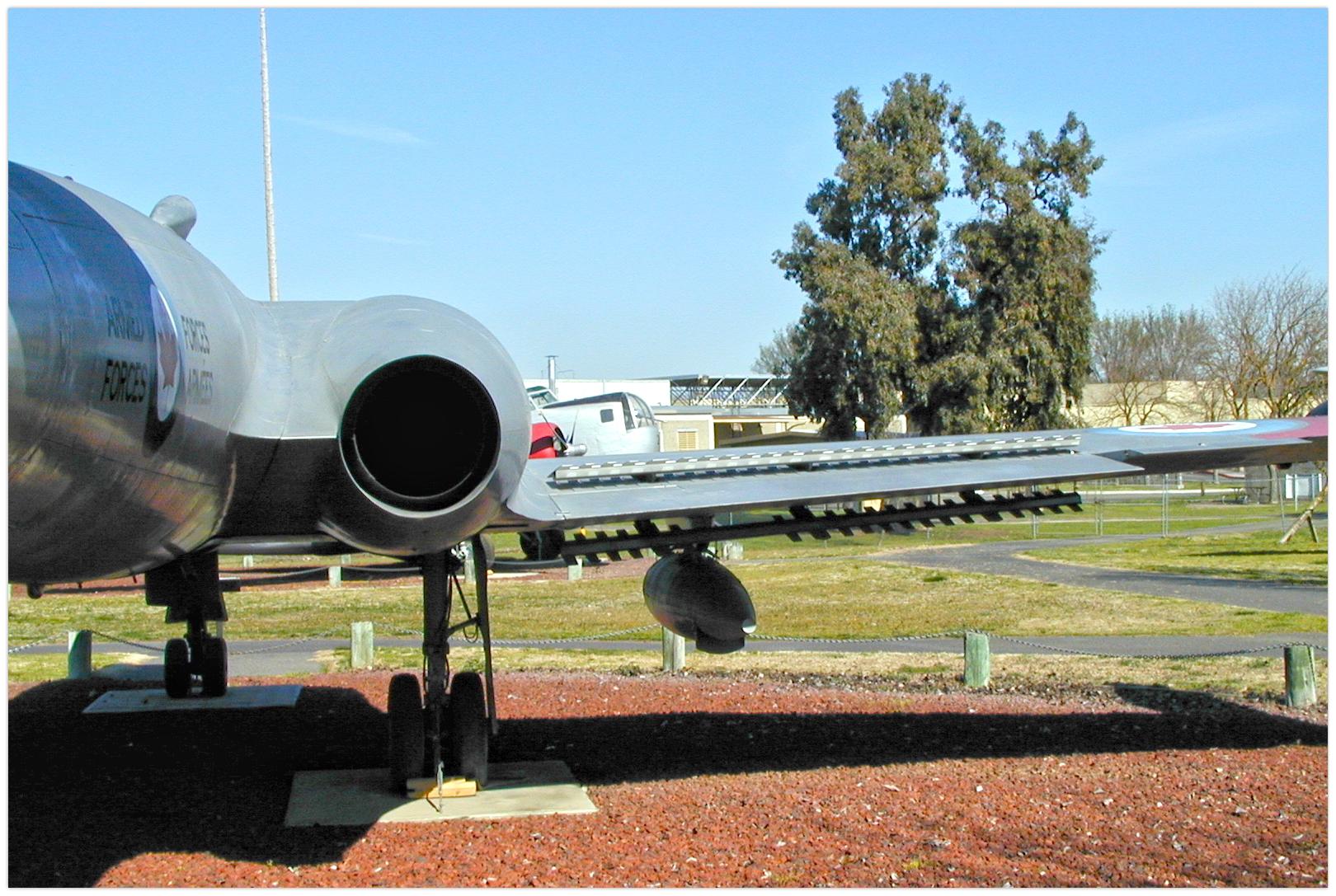Avro Canada CF-100 5 (100504, cn 18504) CAM 20020224-299.jpg