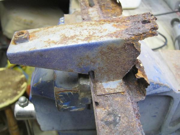 bottom bar mount spot welded on.png