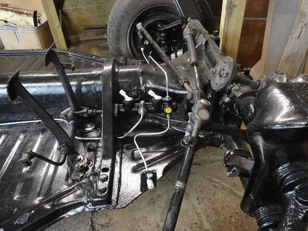 brake pipes fitted front.png