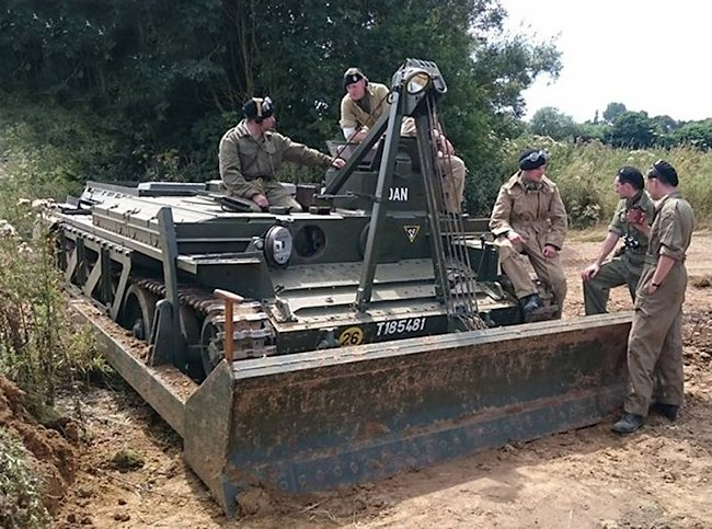 centaur-dozer-tank-crew.jpg
