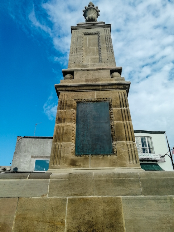 Chepstow war memorial (3) (Custom).jpg