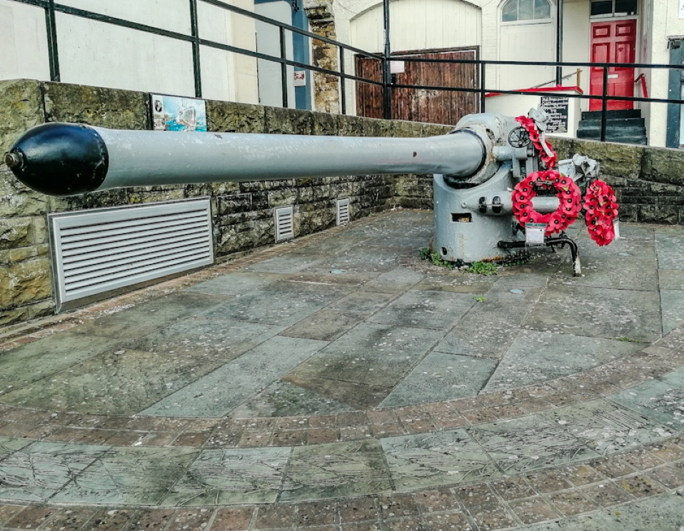 Chepstow War Memorial - U-Boot Gun (1) (Custom).jpg