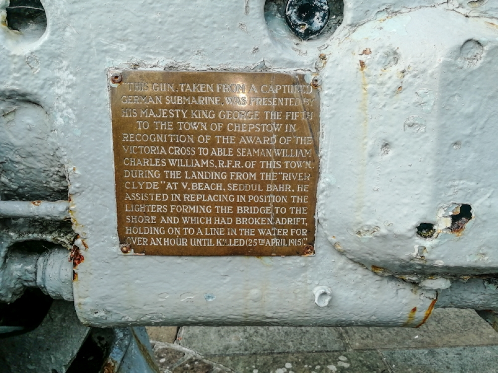 Chepstow War Memorial - U-Boot Gun (3) (Custom).jpg