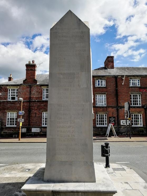 Chirk War Memorial (1) (Custom).jpg