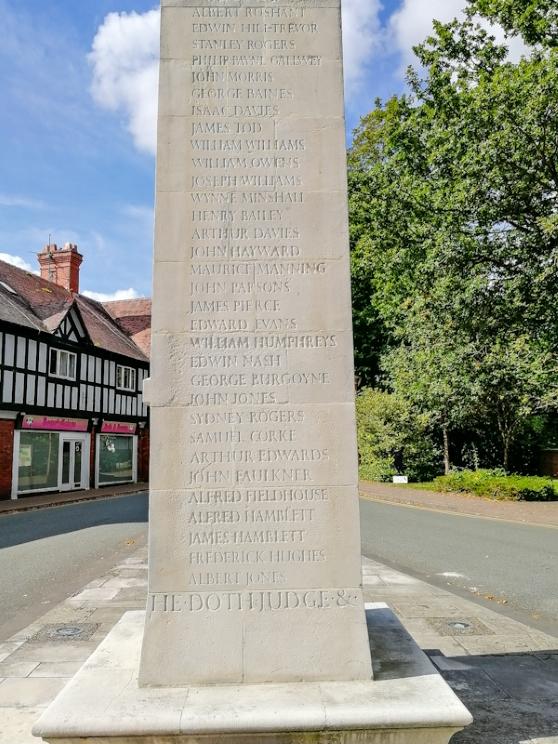 Chirk War Memorial (4) (Custom).jpg