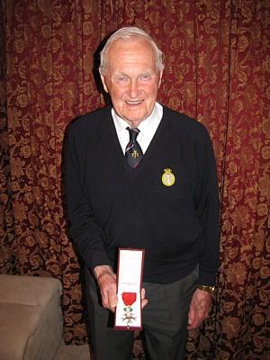 Cyril Banks with Legion d'Honneur 002 med.jpg