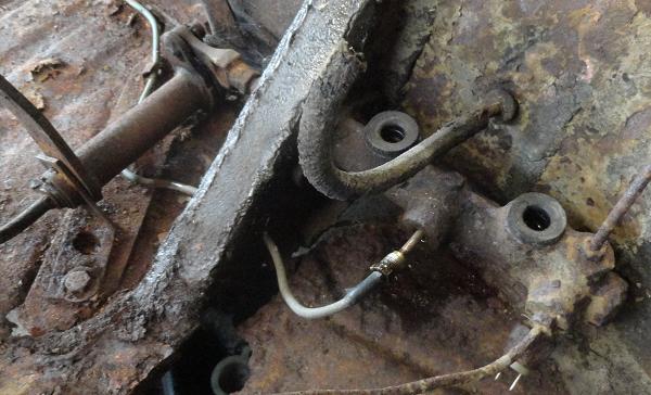 dismantling brake pipes front.png