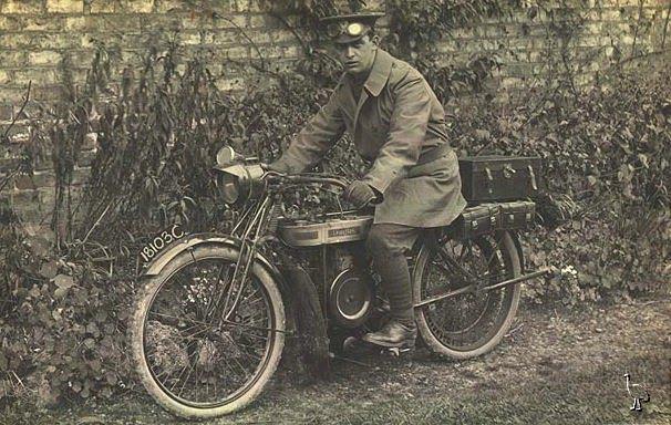 Douglas_motorcycle_c1913.jpg