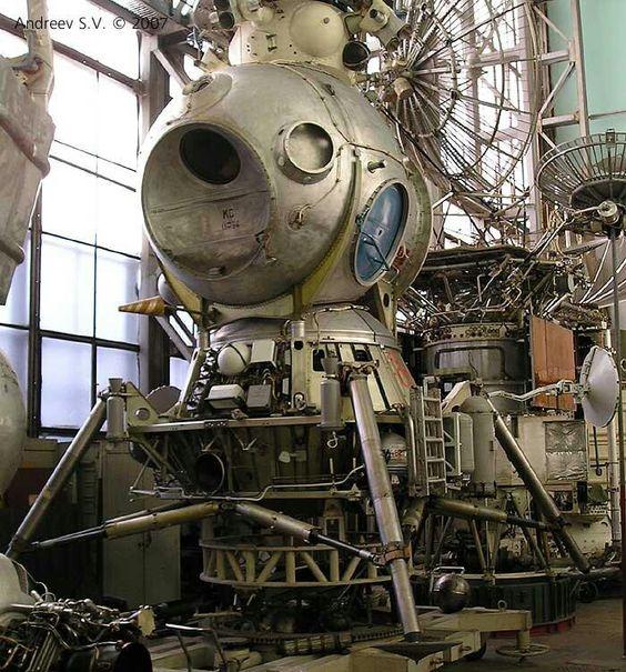 e50de0963be6f8e81e9cb6cb13aef45b--lunar-lander-space-race.jpg