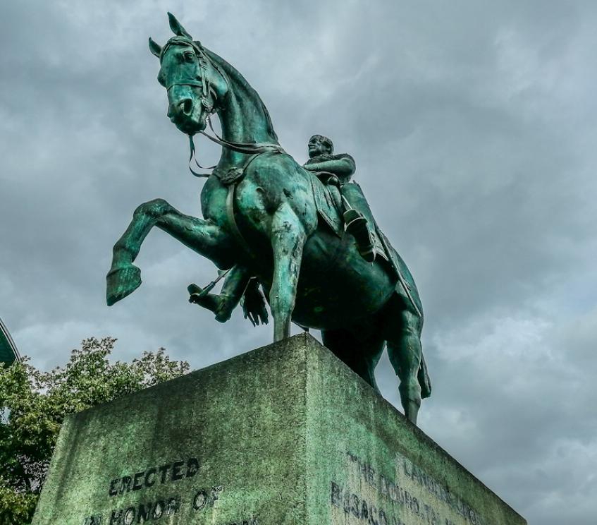 Equestrian statue of Viscount Combermere (1) (Custom).jpg