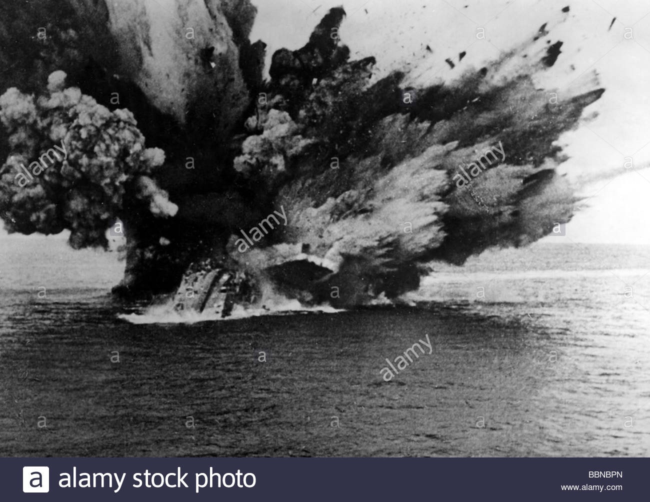 events-second-world-war-wwii-naval-warfare-british-battleship-hms-BBNBPN.jpg