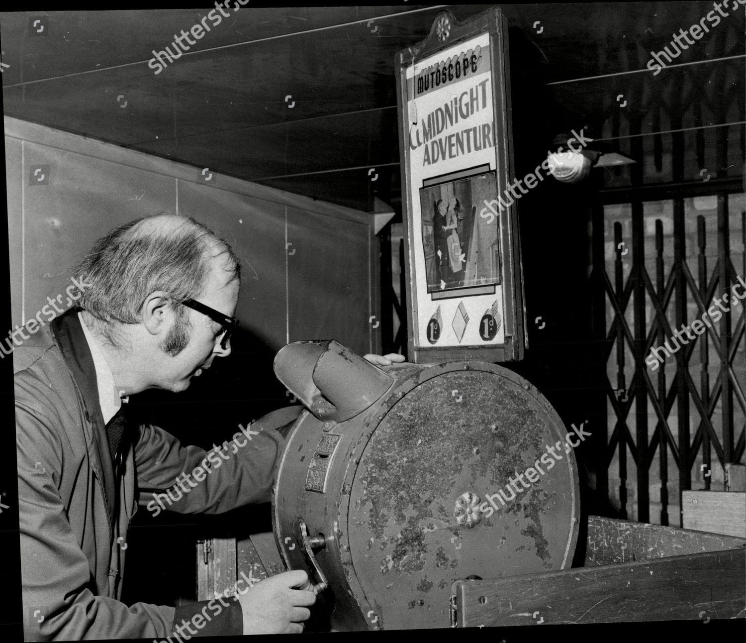 fairground-amusement-machines-auction-at-sothebys-what-the-butler-saw-1975-shutterstock-editor...jpg