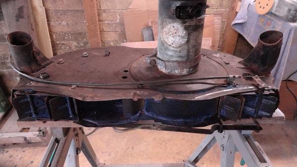 fan box de rusting but jammed up.jpg