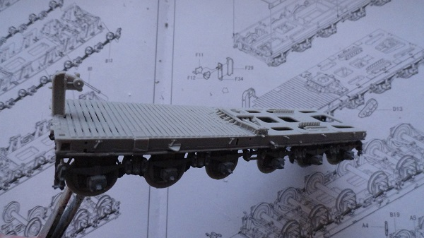 fitting the bed onto the chassis b.jpg