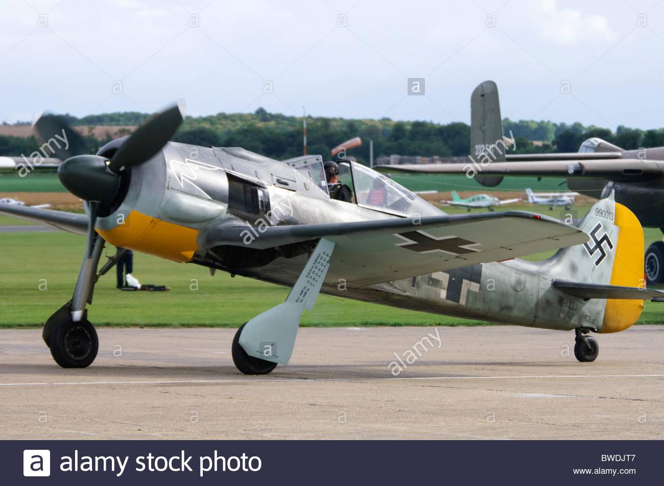 flugwerk-built-focke-wulf-fw-190-a8n-in-luftwaffe-colours-taxiing-BWDJT7.jpg