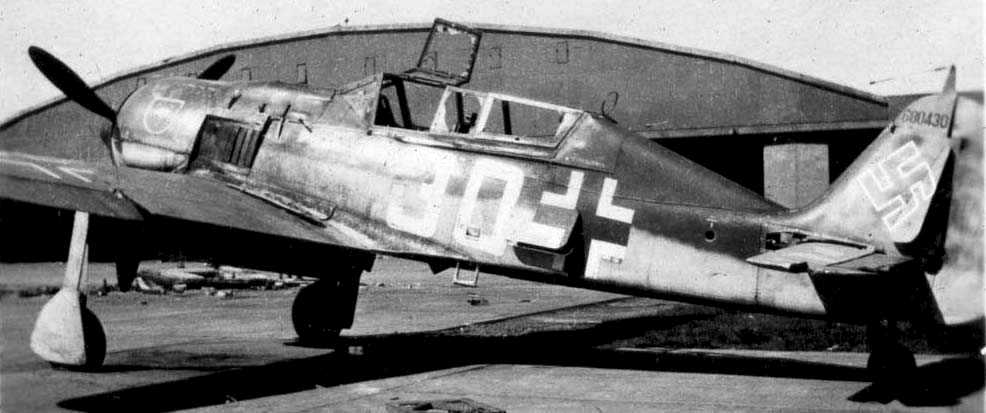 Focke-Wulf Fw 190S8 two-seat training version of the Fw 190F-8 U1, White 30, in Luftwaffe serv...png
