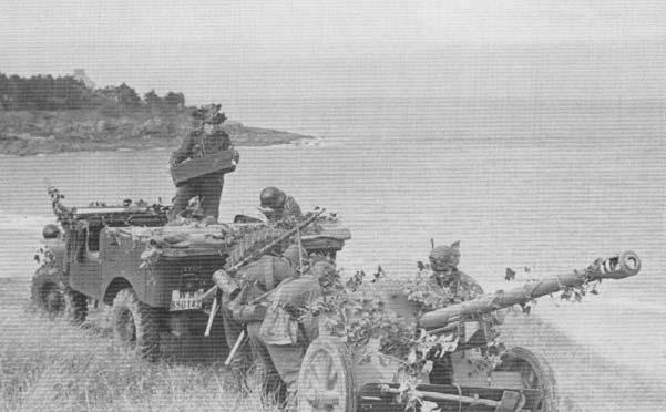 French WW2 Artillery tractor (4x4) V15T 4.jpg
