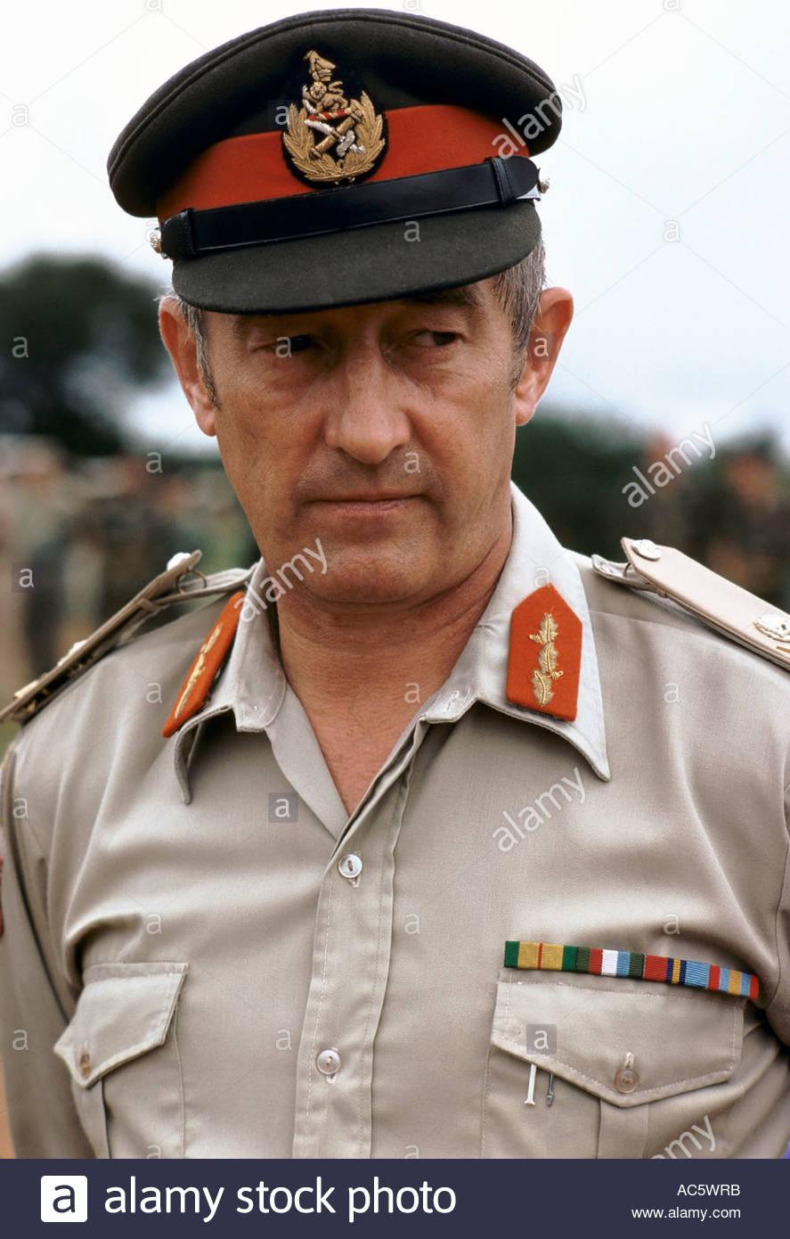 general-alexander-mcintyre-chief-of-staff-rhodesian-army-1980-1980-AC5WRB.jpg