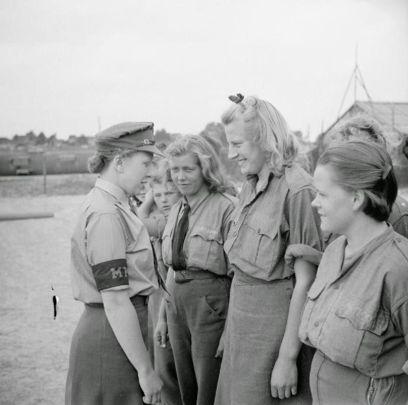 German-Female-Prisoners-of-War-1945-2.jpg