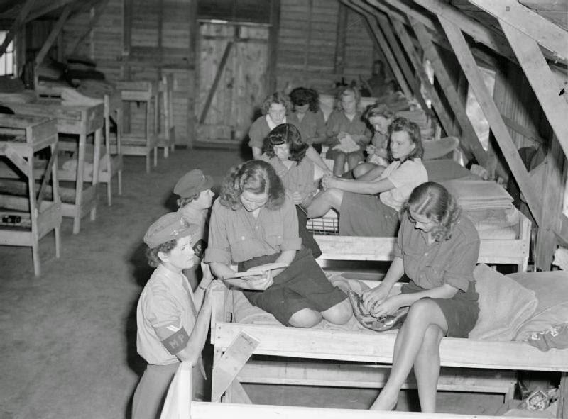 German-Female-Prisoners-of-War-1945-4.jpg