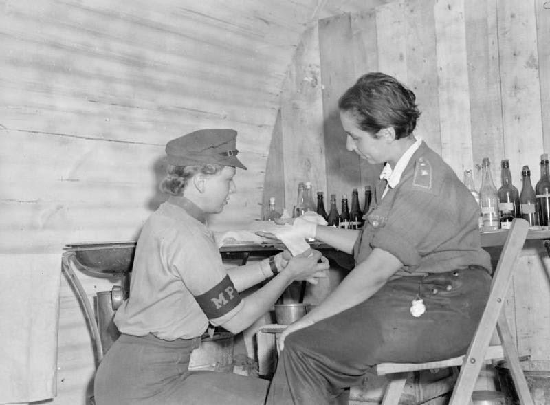 German-Female-Prisoners-of-War-1945-5.jpg