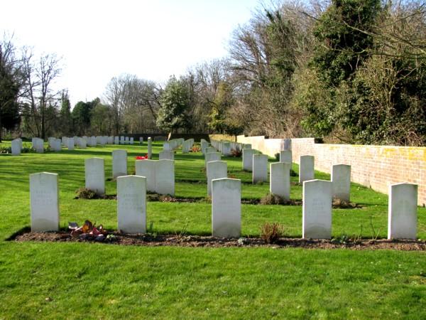 German war graves on Thorney Island b.jpg