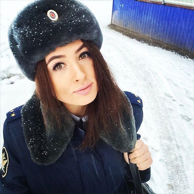 girls_in_uniform_31.jpg