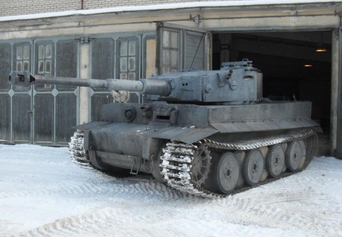 handcrafted_tiger_i_tank_replica_70.jpg
