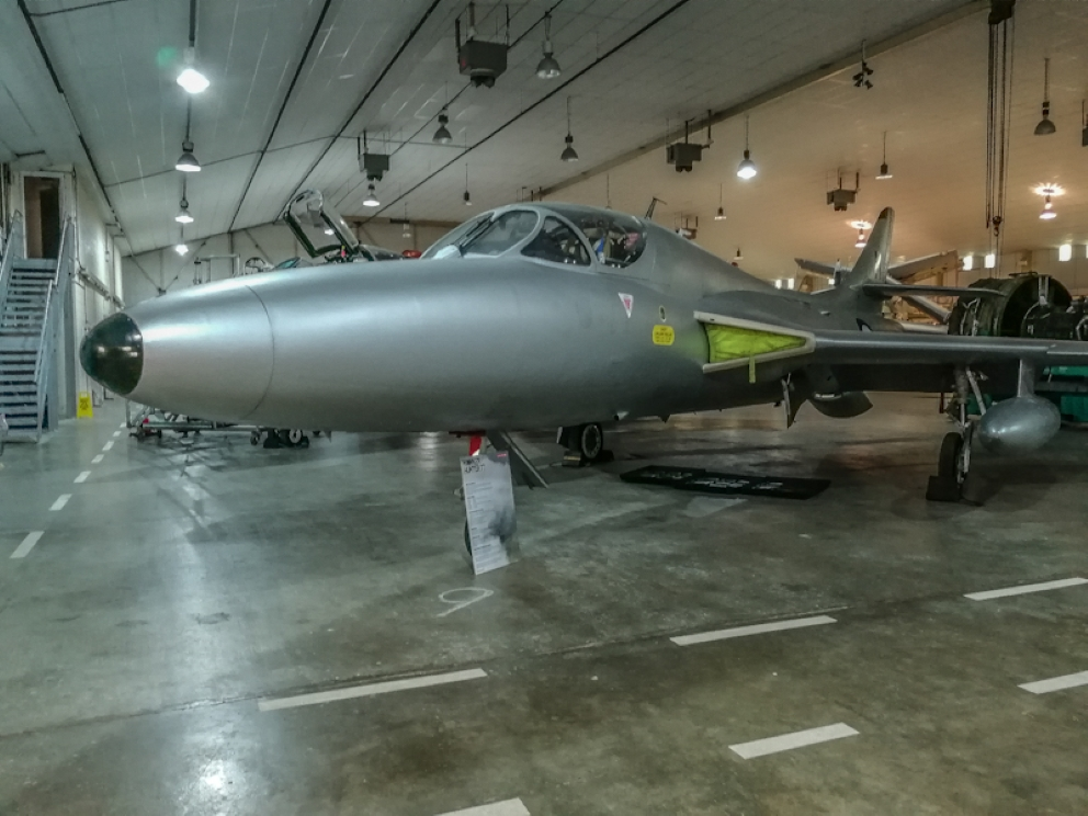 Hawker Hunter T7 (1) (Custom).jpg
