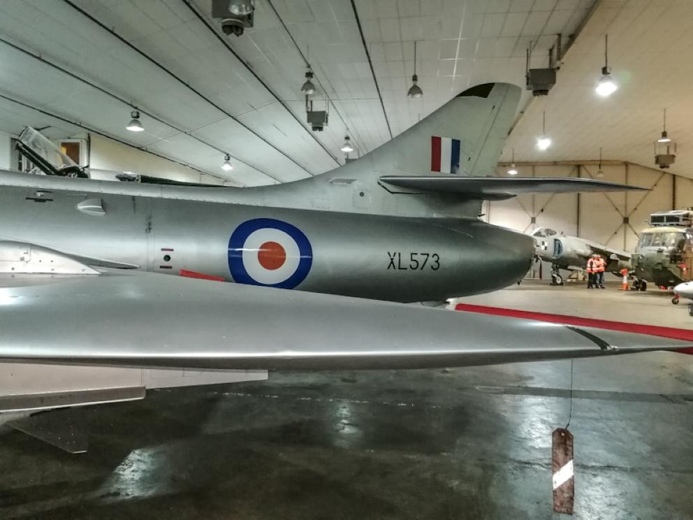 Hawker Hunter T7 (8) (Custom).jpg